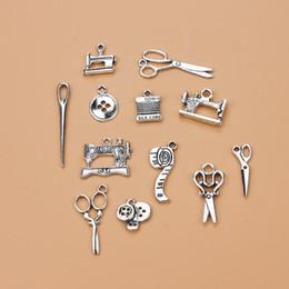 Серебряные швейные чары онлайн-DIY ювелирные изделия швейные ножницы Шарм кулон для браслет ожерелье аксессуары Тибетский серебряный сплав смешанные подвески женщина домохозяйка горячие ремесла