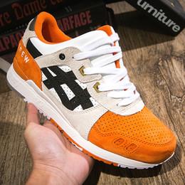 Las mejores zapatillas naranjas online-2019 Asics GEL LYTE III Hombres Mujeres Zapatos para correr Nuevo Naranja Koi H820L Zapatos de diseñador de la mejor calidad Zapatillas deportivas Tamaño 36-44