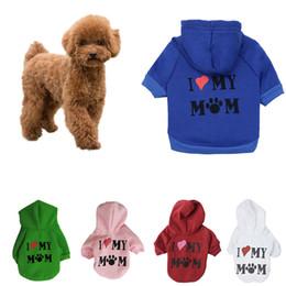Amo la ropa de mamá online-XU0318 2019 Hot A Pet Dog Clothes I LOVE MY MOM Escudo de sudadera con capucha para perro Perros pequeños Mascotas Cachorro Ocio Ropa deportiva Outfit