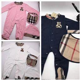 Monos negros de diseñador online-Ropa de bebé infantil niña ropa a cuadros diseñador de ropa niña negro blanco bebé recién nacido ropa del mono + mameluco + sombrero 0-18 meses