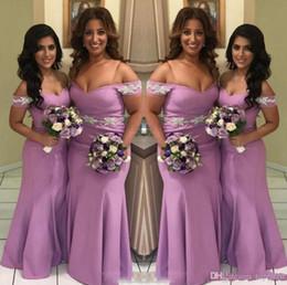 vestiti di lunghezza del pavimento viola chiaro Sconti Light Purple Off Shoulders Mermaid Abiti lunghi da damigella d'onore Appliques in pizzo satinato Abiti lunghi da damigella d'onore per matrimoni