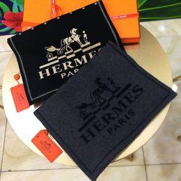 2018 Marke Schal Männer Mode hochwertige Kaschmir Herren Schals Design Schals Größe 180x30cm ohne Box von Fabrikanten