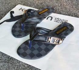 Sandales chaudes en Ligne-Livraison gratuite HOT vente Bons hommes femmes pantoufles cuir véritable clip pieds style lignes européennes style chaussures sandales