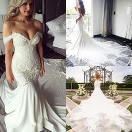 Vestidos de casamento brancos modestos on-line-Modest Branco Fora Do Ombro Lace Embrodery Sereia Vestidos De Noiva Catedral Trem 2019 Praia Jardim Castelo Boêmio Vestidos De Casamento De Praia