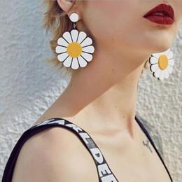 grandes oreilles en plastique Promotion Mode Lady Simple Résine Acrylique De Tournesol Grandes Boucles D'oreilles Pendentif En Plastique Femmes Jolie Oreille Stud Oreille Boucle Cadeau Accessoires