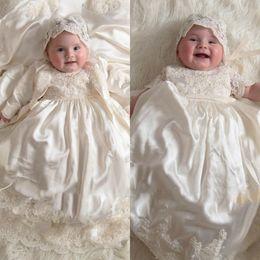 Vestido de batismo de bebê vintage on-line-Vintage 2019 Manga Comprida Flower Girl Dress For Baby Girls Lace Appliqued Pérolas Baptismo Vestidos Primeira Comunicação Batizado Vestidos
