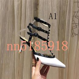 Preços baixos de salto alto on-line-2019 mulheres sapatos de salto alto vestido de festa moda rebites meninas sexy apontou sapatos fivela fábrica menor preço do tamanho 34 a 42 metros