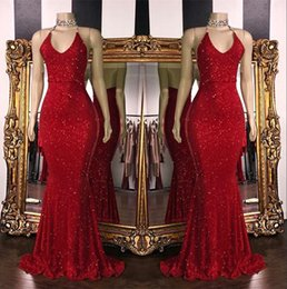 Sirena con cuentas vestido largo rojo online-2019 lentejuelas espumosas rojas sirena Vestidos largos de baile Halter Beaded Backless Sweep Train Vestidos de noche formales de fiesta BC1085