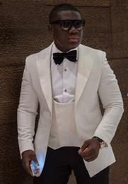 abito classico di colore navy Sconti Nuovi smoking da sposo color avorio di un bottone di alta qualità Groomsmen con risvolto a punta Abiti da uomo migliori Abiti da uomo (giacca + pantaloni + gilet + cravatta) XF278