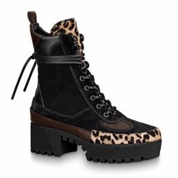 Frauen Designer Boot Winter Plattform Desert Boots Neueste Lederstiefel mit Gürtel klobige Ferse Martin Schuhe Schnürstiefel Heel 5 10cm k7
