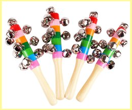 chocalho de sino de madeira do bebê Desconto 200 PCS Bebê Rainbow Toy kid Pram Berço Lidar Com Atividade De Madeira Vara Sino Shaker Chocalho 18 cm fontes do partido presentes para as crianças
