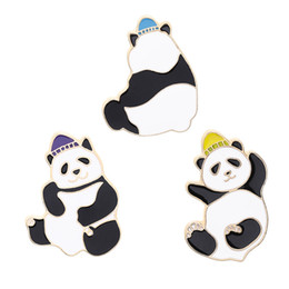 2019 cappotto di kawaii Smalto di moda Cute Panda Spilla Creativo Kawaii Animal Cartoon Pin Coat Collar Bag Cap Badge gioielli regalo per uomo donna bambini cappotto di kawaii economici