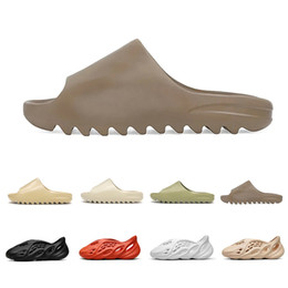 Pantoufles hommes en Ligne-Stock X 2020 Bone Mens luxury designer Slippers Foam runner kanye west Desert Sand Resin Beach women men Slides slipper sandal sandals 36-45