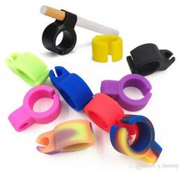 versteckte wifi kameras für zu hause Rabatt Silikon-Ring-Finger-Hand-Rack Zigarettenhalter justierbarer Ring-Zubehör für regelmäßige Raucher Raucher Kostenloser Versand Raucher