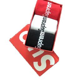 Mens calcetines del diseñador de las mujeres calcetines de algodón de los hombres calcetines sudor-absorbente tarjeta de marea caja de regalo deportivo desde fabricantes
