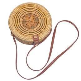 2020 sacos boémio do corpo transversal Botão redondo Rattan Bag Verão Palha Handmade Woven Praia Shoulder Bolsa para Mulheres Cruz Tote corpo Bali Bohemian Festival de bambu sacos boémio do corpo transversal barato