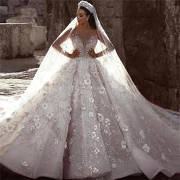 Abiti da sposa monarca online-Abiti da sposa Ball Gown glamour lusso Dubai arabo nuova moda pizzo maniche lunghe 3D fiori perline abito da sposa abiti da sposa personalizzati