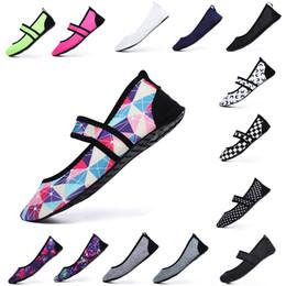 Calcetines suaves online-Zapatillas de natación Zapatillas de natación con agua Zapatillas de playa Zapatillas de playa Calzado suave y suave para caminar Yoga Zapatillas deportivas antideslizantes