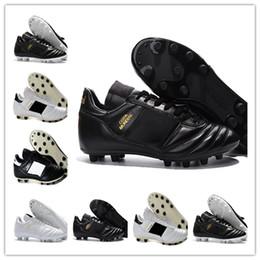 2019 nuevo diseño de zapatos de futbol Nuevos zapatos de fútbol de lujo Tapas de Copa Mundial Negro Oro Blanco Hombres Diseño de marca Fútbol transpirable Fútbol Deportes Zapatillas de deporte Tamaño 40-45 nuevo diseño de zapatos de futbol baratos