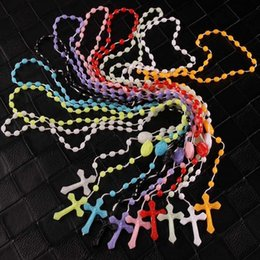 Deutschland Jesus Kreuz Anhänger Halsketten für Männer Frauen Rosenkranz Kruzifix Halskette Kunststoff Nachtleuchtende Anhänger Halskette Schmuck Billig Großhandel DHL cheap cheap plastic jewelry Versorgung