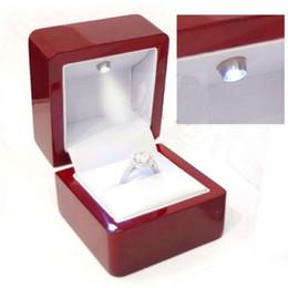cajas de regalo de satén al por mayor Rebajas 6 * 6.5 * 5cm compromiso rojas encendidas Caja anillo con LED para la joyería Propuesta Viendo cuadro titular regalo packagin Caso
