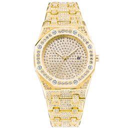 Bling Diamond Watch For Men Iced Out Amarillo Gold Tone Acero Inoxidable Cuarzo Relojes de pulsera de lujo para hombre Relogio masculino XFCS NUEVO desde fabricantes