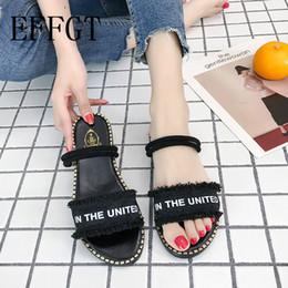 bfe30f5cf EFFGT 2019 Sapatos Flip flops verão moda Sólida Estilo Nacional de Cristal  Borlas Sandálias Chinelo Praia coreano chinelo casuais K191
