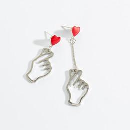 2019 Orecchini a cuore rosso alla moda per le donne Gioielli di moda Dichiarazione coreana Orecchini pendenti in argento asimmetrico a forma di ciondolo da