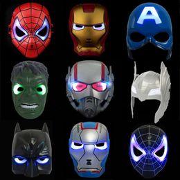 figura de iluminación led de halloween Rebajas Máscara de iluminación que brilla intensamente LED Spiderman Capitán América Héroe Figura fiesta Máscara de Halloween Cosplay Accesorio 9 Colores niños juguetes