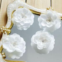 Tela de velo online-vestido de boda color de rosa 5pcs / Lot encaje blanco parche de recorte tela de encaje apliques de flores de novia de DIY pelo velo ropa decoración HB184