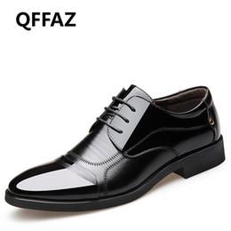 2019 nouveau habiller les hommes QFFAZ Nouvelle Mode Chaussures De Mariage Oxford Homme Robe En Cuir Véritable Chaussures Formelle Respirant À Lacets Hommes Pour Hommes Bureau Formel nouveau habiller les hommes pas cher