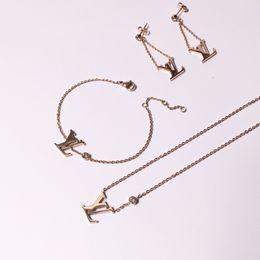 Designer de luxo Pulseiras De Ouro Jóias Para As Mulheres de Alta Qualidade Banhado A Ouro 18K titanium aço com strass braceletes de prata presentes c295 de