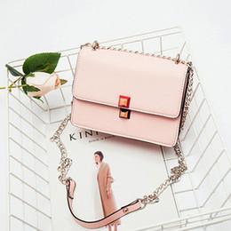 borsa a tracolla delle signore bianche Sconti NIGEDU donne borsa a tracolla progettista catena colorata Rivet borse piccolo lembo di donne 2019 signore cartella dei borse a tracolla Bolsa bianco