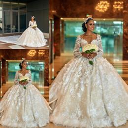 Deutschland 2019 Luxus Spitze Ballkleid Brautkleider V-Ausschnitt Lange Ärmel weiße Brautkleider Dubai Arabische Federn Hochzeitskleid cheap long feather arabic wedding dress Versorgung