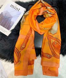 Foulard en soie vintage vintage femme été mince écharpe châle tendance design style belle serviette de plage été femme peut être en gros ? partir de fabricateur