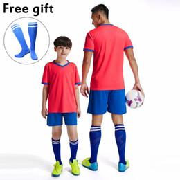 Футбол джерси набор желтый красный онлайн-Настроить форму футбольной команды Мужские футбольные майки и короткие комплекты для футбола Красный Синий Фиолетовый Белый Желтый Настраиваемые футбольные комплекты