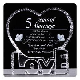 2019 jahr hochzeitsgeschenk geschenke 5 Jahre Hochzeitstag Kristall Souvenirs Liebe Herzform Lasergravur Unvergessliche Geschenke Für Frau Ehemann Geschenke rabatt jahr hochzeitsgeschenk geschenke