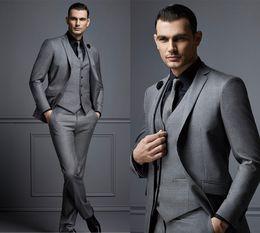 2019 vestito blu da usura della maglia di colore Custom Made Fashion Grey Mens Suit Sposo Suit Abiti uomo formale per Best Men Slim Fit smoking dello sposo per l'uomo (Jacket + Vest + Pants)