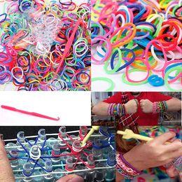 Clips de métier à tisser bracelet en Ligne-600 Élastique Différentes Couleurs En Caoutchouc Loom Bandes Bracelet 24 Clips 1 Crochet DIY Pour Loom Bracelet Bracelets Pour Femmes # 61311