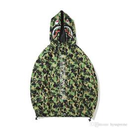 2020 chaquetas finas de ocio de los hombres Nuevos hombres verde Camo Poliéster Hoodies Windbreaker Amante Moda Cardigan Ocio Escudo Popular Marca de la solapa delgada sudaderas con capucha chaqueta chaquetas finas de ocio de los hombres baratos