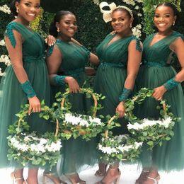 Vestidos de dama de honor hasta el tobillo de tul online-Más del tamaño africano Vestidos de dama de honor Cuello en V Ilusión Manga larga Vestido de fiesta de bodas Apliques Faja Tulle Longitud del tobillo Vestidos de dama de honor