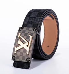 2019 Cinturón de diseño para hombre Cinturón de moda Cinturón de cuero para mujer Más color Hebilla y cuero Buena calidad desde fabricantes