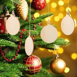 ornamenti palla diy Sconti 10-Packed laser legno decorazioni natalizie ornamenti all'aperto appeso decorazioni per la casa in legno Xmas palla FAI DA TE