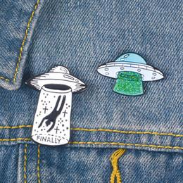 Fantasias de estrangeiros on-line-Mens Criativo Alienígena UFO Broches Pinos de Designer Pins Fine Jewelry Moda Liga de Amor Das Mulheres Traje Jóias Encantos Pin Para Unisex