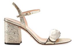 2019 Clássico sandálias De Salto Alto De Couro grosso calcanhar Designer de luxo Camurça mulher sapatos De Metal fivela para festas Ocupação Sexy sanda de