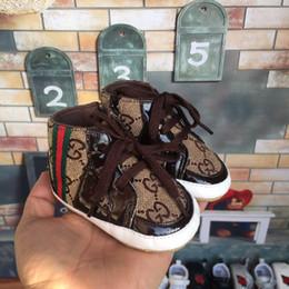 Zapatos de alas para niños online-2019 Bebé recién nacido Primeros caminantes Zapato Infant Toddler Pony Wing Toddler Boots Boy Girl Shoes Prewalkers