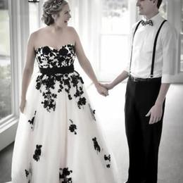 2020 черные белые свадебные платья 2019 Черное Кружево Белый Тюль Плюс Размер Свадебные Платья Без Бретелек Спинки Свадебный Прием Вечернее Платье Свадебные Платья На Заказ дешево черные белые свадебные платья
