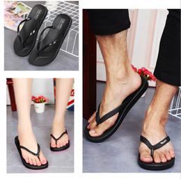 pantofole in plastica Sconti Le nuove pantofole in PVC per interni ed esterni in plastica per coppie estive femminili infradito antiscivolo per pantofole da uomo minimaliste