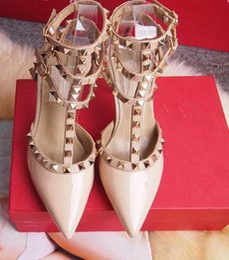 Sapatas do ecru on-line-Mulheres Sapatos de Salto Alto Sapatos de Festa de Moda Rebites Meninas Sexy Apontou Toe Sapatos de Plataforma de Fivela Bombas de Casamento Sapatos Preto Branco Cor Rosa
