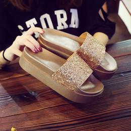 2019 мягкие каблуки new korean version bling med heel beach slides women soft bottom platform sandals lady slippers summer flipflops muffins sandals скидка мягкие каблуки
